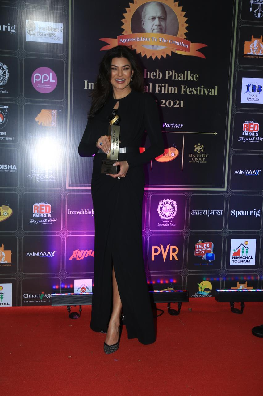 In DADASAHEB PHALKE AWARDS, actresses in the style of fashion dropped beauty's pictures, see photos Funny Jokes