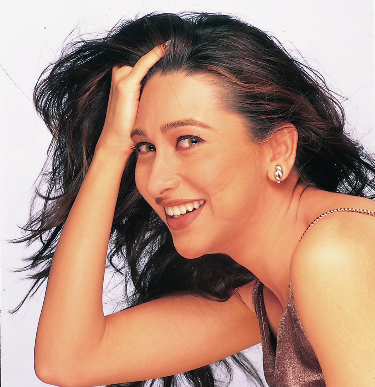 When KARISHMA KAPOOR was alone in the house, a man entered inside, then did such an act…. Funny Jokes
