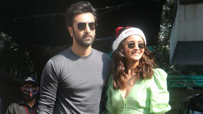 Will Ranbir-Alia's wedding in Alibaug, actor arrived to see wedding venue with mother Neetu? Funny Jokes